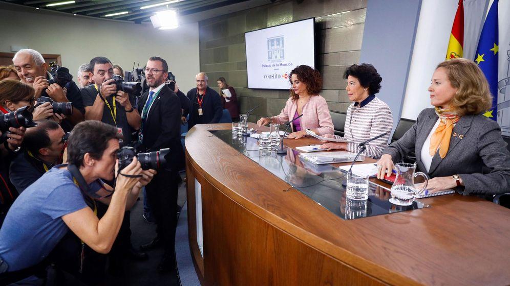 Foto: Las ministras Calviño, Celaá y Montero. (EFE)