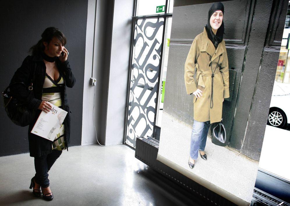 Foto: Una estudiante holandesa en una exposición sobre moda musulmana, en Rotterdam, Holanda (Reuters).