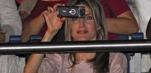 Post de Doña Letizia, una reina a un móvil pegada