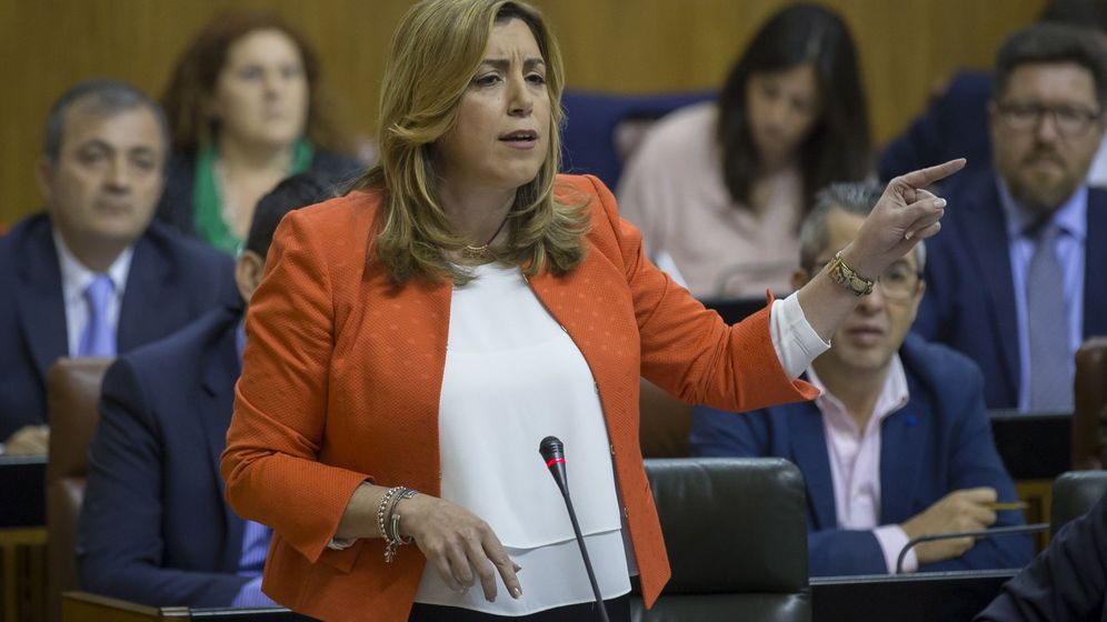 Foto: La presidenta de la Junta de Andalucía, Susana Díaz, durante la sesión de control al Ejecutivo en el Parlamento de Andalucía en Sevilla. (EFE)