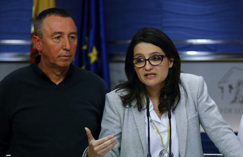 Mònica Oltra, líder de Compromís y vicepresidenta valenciana, con Joan Baldoví, el miércoles. (EFE)