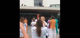 Post de Antonio Orozco da un concierto solidario por sorpresa en el tejado de un hospital