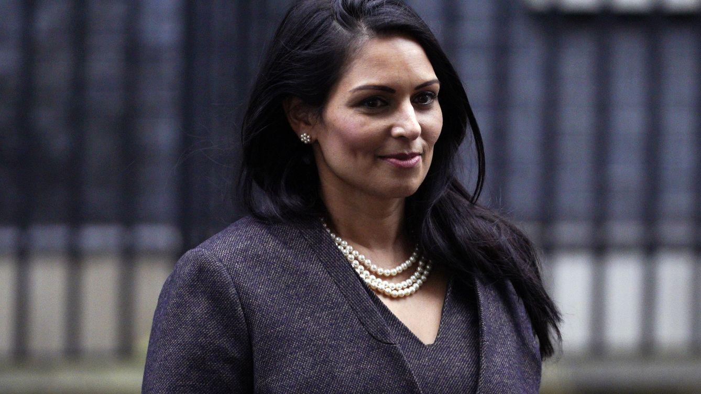 Priti Patel: La 'villana' de origen indio que quiere expulsar a los inmigrantes de UK