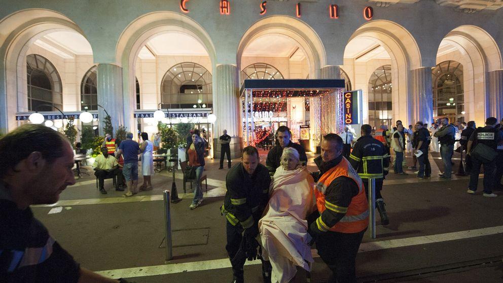 Los franceses responden al atentado en Niza cantando la Marsellesa