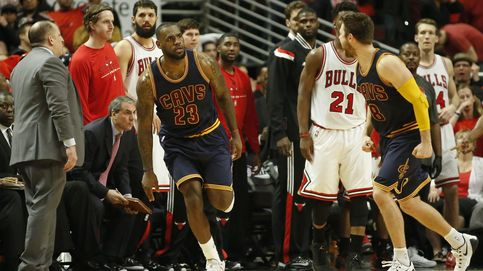 LeBron se luce con una canasta sobre la bocina para ganar a unos Bulls sin Pau