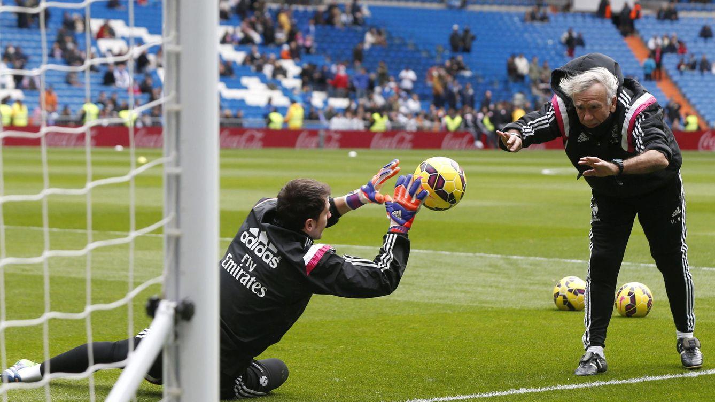 El brutal enfado del preparador de porteros con la acción de Casillas en el gol de Luis Suárez