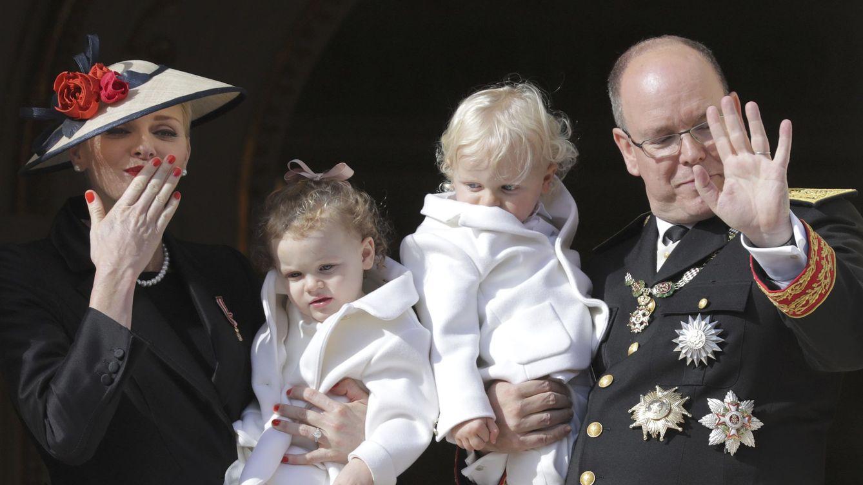 Foto: Jacques y Gabriella de Mónaco junto a sus padres (Reuters)