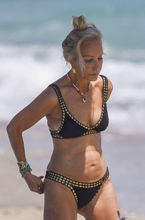 Marbella Lomana Tipazo En De Las Playas Carmen Luce pSGqUMVz