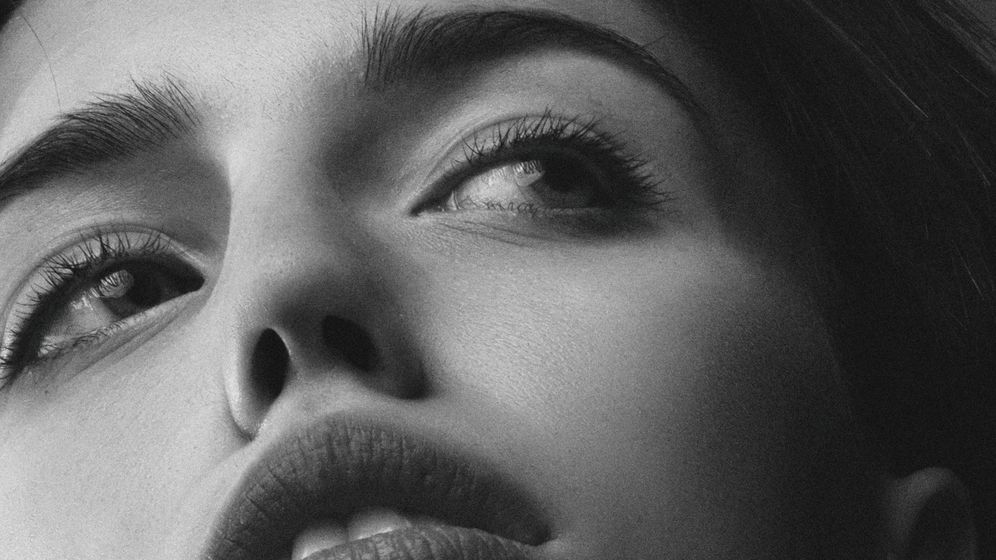 Foto: Mantén tus labios hidratados en invierno. (Alexander Krivitskiy para Unsplash)