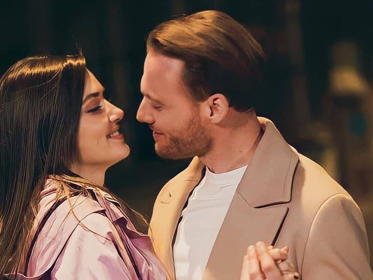 Foto: Hande Erçel y Kerem Bürsin, en 'Love is in the air'. (Mediaset)