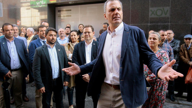 Foto: Javier Ortega Smith en la sede de Vox en Guadalajara. (EFE)