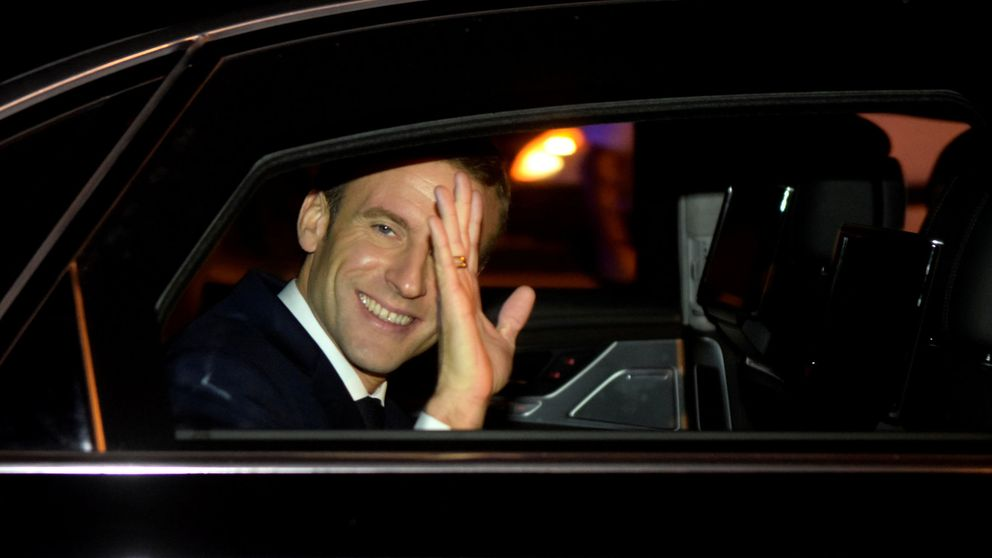Solo un 'chaleco amarillo' recibe a Macron a su llegada a Argentina