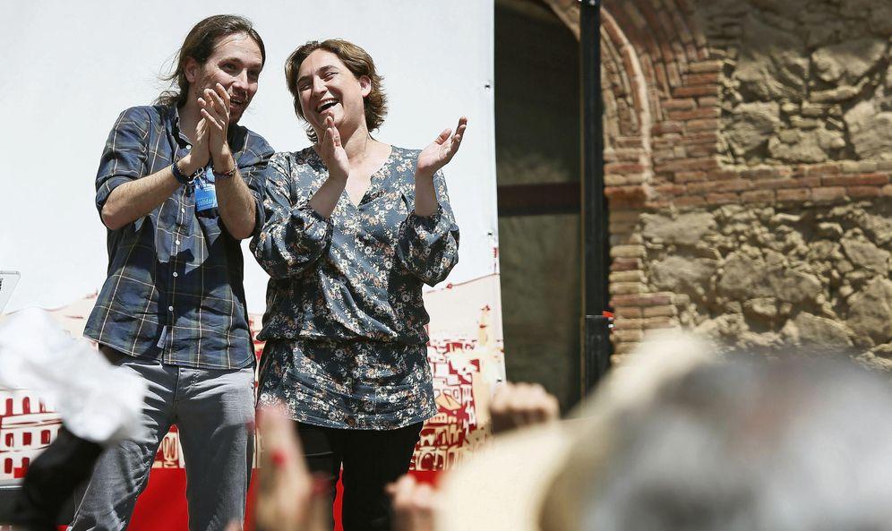 Foto: El secretario general de Podemos, Pablo Iglesias, y la candidata de Barcelona en Comú, Ada Colau. (EFE)