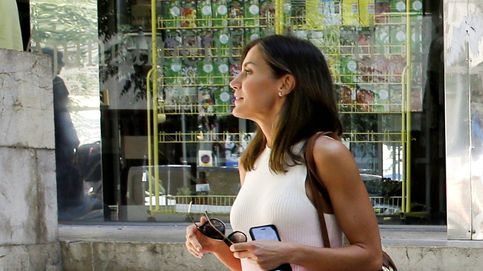 Letizia apuesta por Mango y Carolina Herrera en su visita al mercado de Palma
