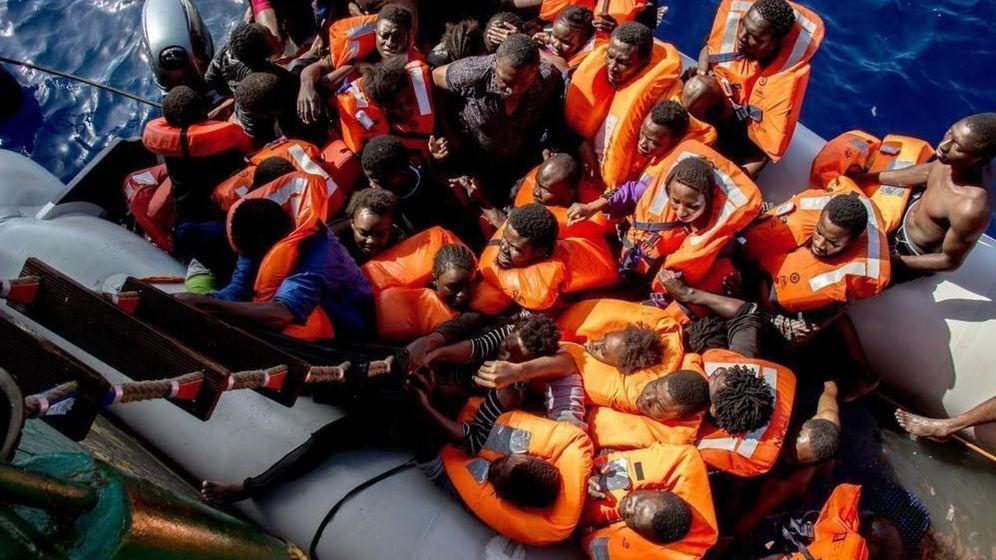 Foto: Imagen de archivo de un rescate de Médicos sin Fronteras en el Mediterráneo. (EFE)