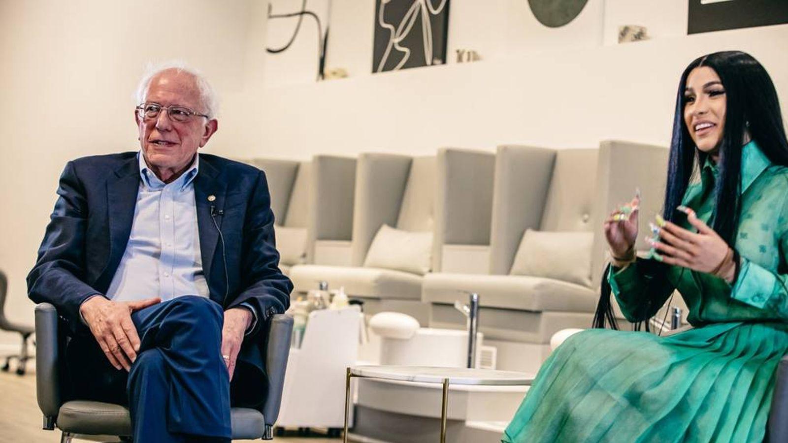 Foto: Bernie Sanders y Cardi B durante la grabación del vídeo. (Twitter: @BernieSanders)