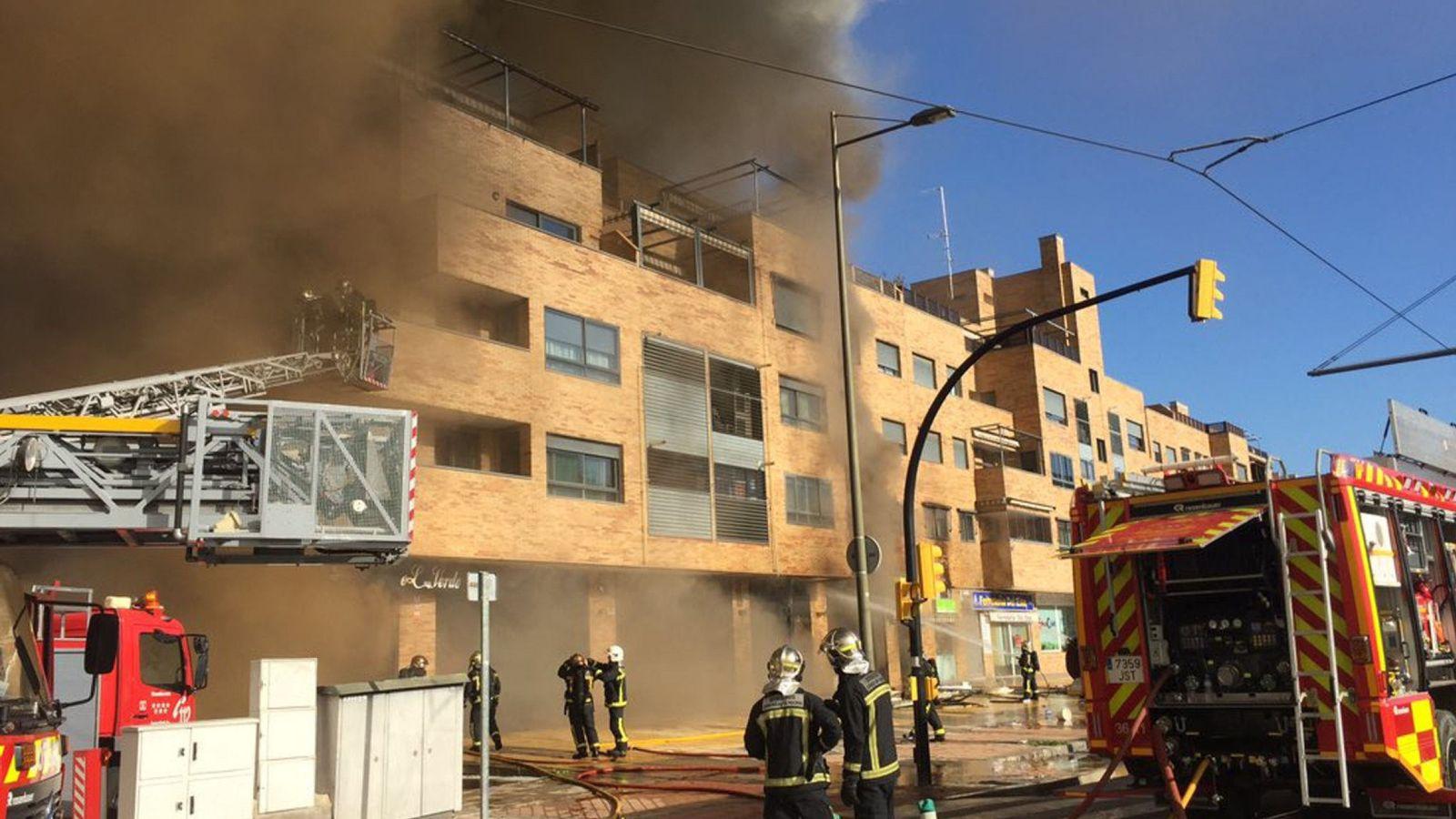 Foto: Incendio en un bar de Parla. (EFE)