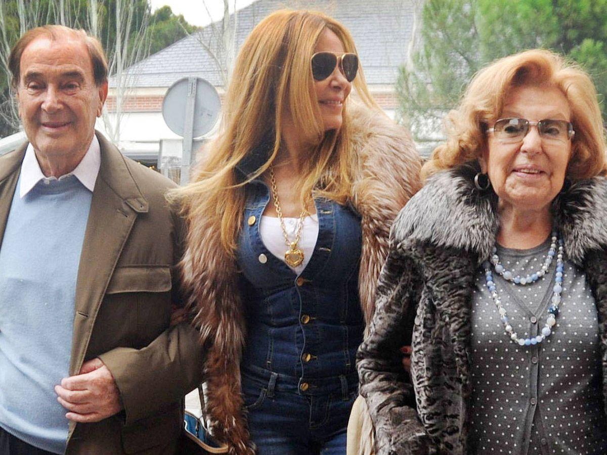 Foto: Antonio García, Ana García Obregón y su madre, Ana. (Getty)
