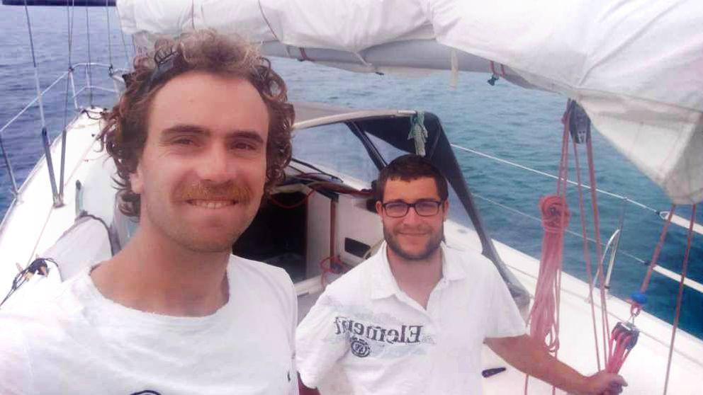 Libros, wasaps y cerveza: la cuarentena de dos jóvenes ingenieros en un velero