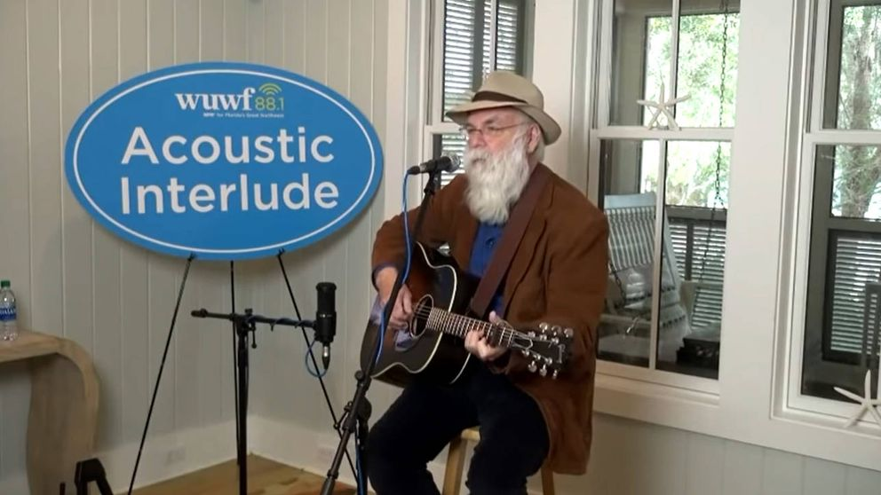 El cantautor estadounidense David Olney muere en el escenario durante un festival