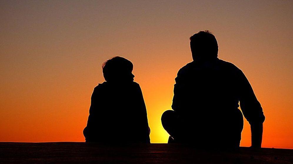 Foto: Imagen de archivo de un padre con su hijo (CC/Pixabay)
