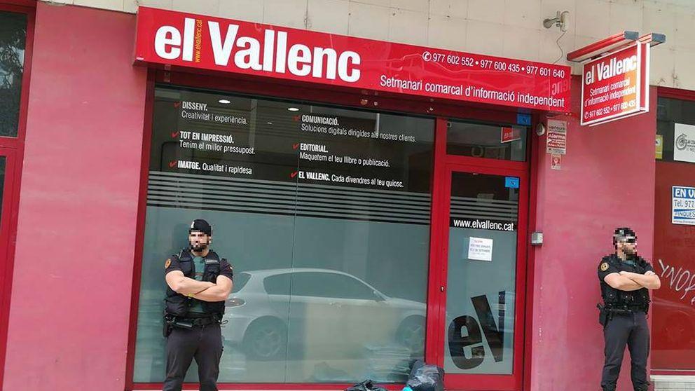 La Guardia Civil finaliza el registro del semanario 'El Vallenc' cinco horas después
