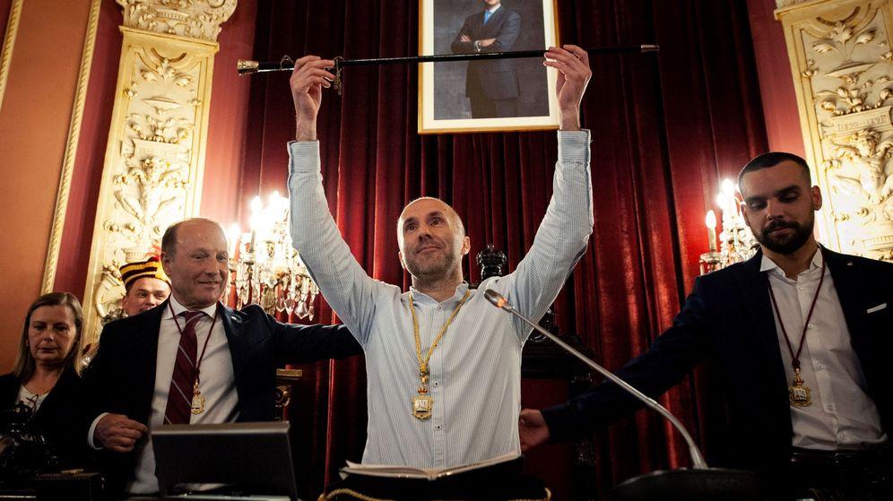Foto: El líder del partido independiente Democracia Ourensana (DO), Gonzalo Pérez Jácome, investido en 2019 nuevo alcalde de Ourense. (EFE)