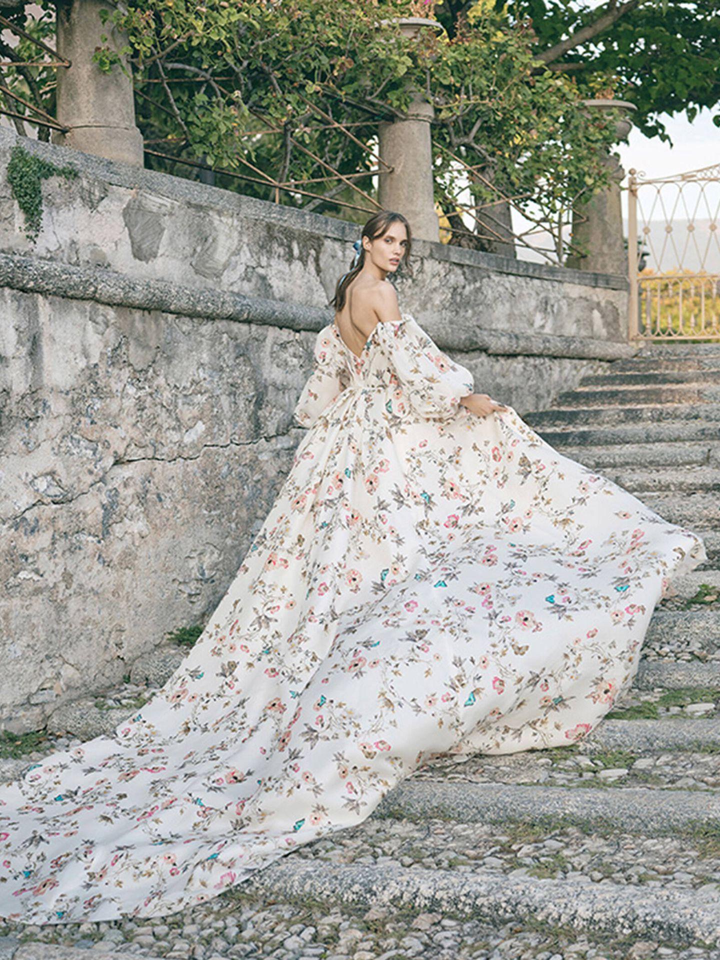 Vestido de novia con estampado de flores de Monique Lhuillier. (Cortesía)