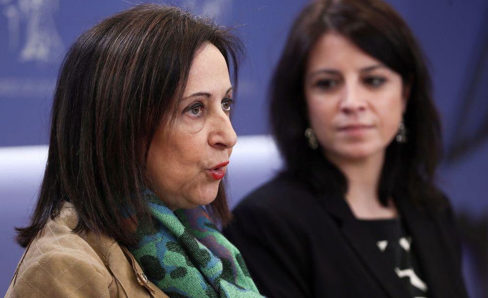 Foto: Margarita Robles y Adriana Lastra, portavoz y portavoz adjunta de los socialistas, este 8 de febrero en el Congreso. (EFE)