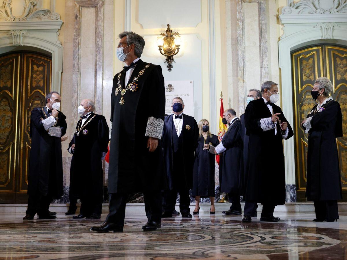 Foto: El presidente del TS y del CGPJ, Carlos Lesmes, junto con otros miembros. (EFE)