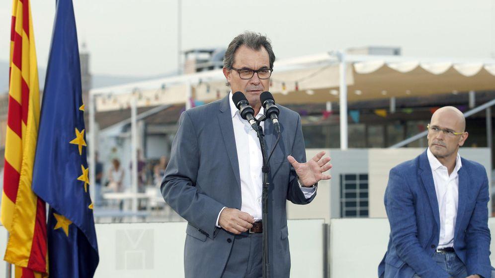 Foto: El presidente de la Generalitat y de CDC, Artur Mas (i), y el cabeza de lista, Raül Romeva. (EFE)