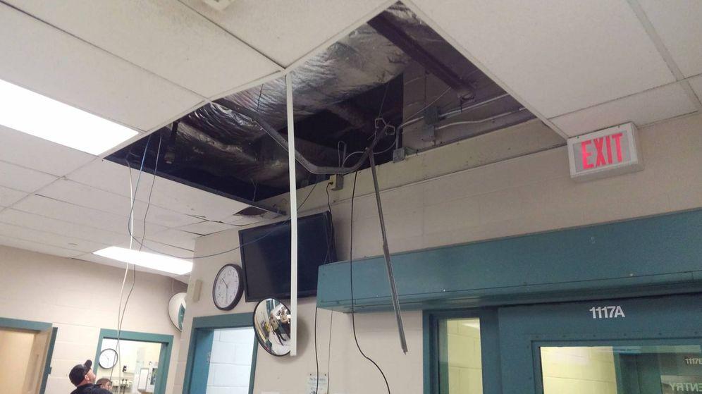 Foto: El lugar donde cedió el techo y el preso cayó al suelo durante su fuga (Foto: Jackson County Sheriff)
