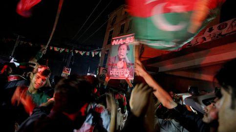 Imran Khan, el candidato del ejército, proclama su victoria electoral en Pakistán