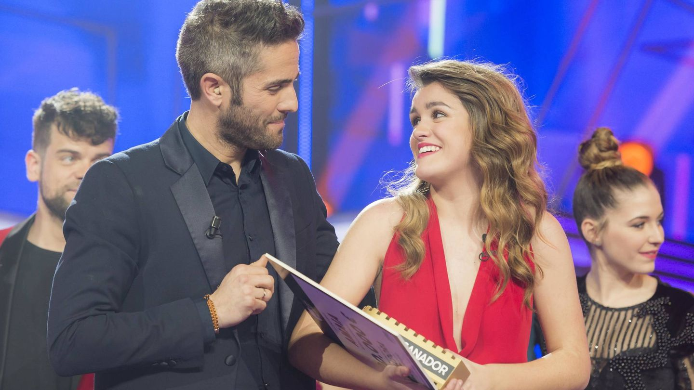 Roberto Leal con Amaia Romero, ganadora de 'OT 2017'. (RTVE)