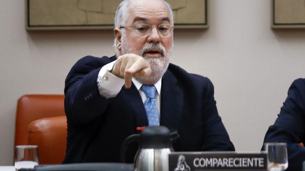 Foto:  El comisario europeo de Acción por el Clima y Energía, Miguel Arias Cañete, durante su comparecencia en la Comisión Mixta. (EFE)