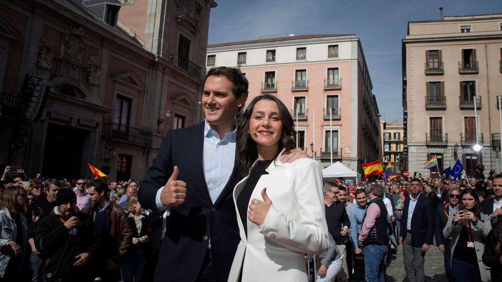 Foto: La líder de Ciudadanos en Cataluña, Inés Arrimadas, junto al presidente de Ciudadanos, Albert Rivera. (EFE)