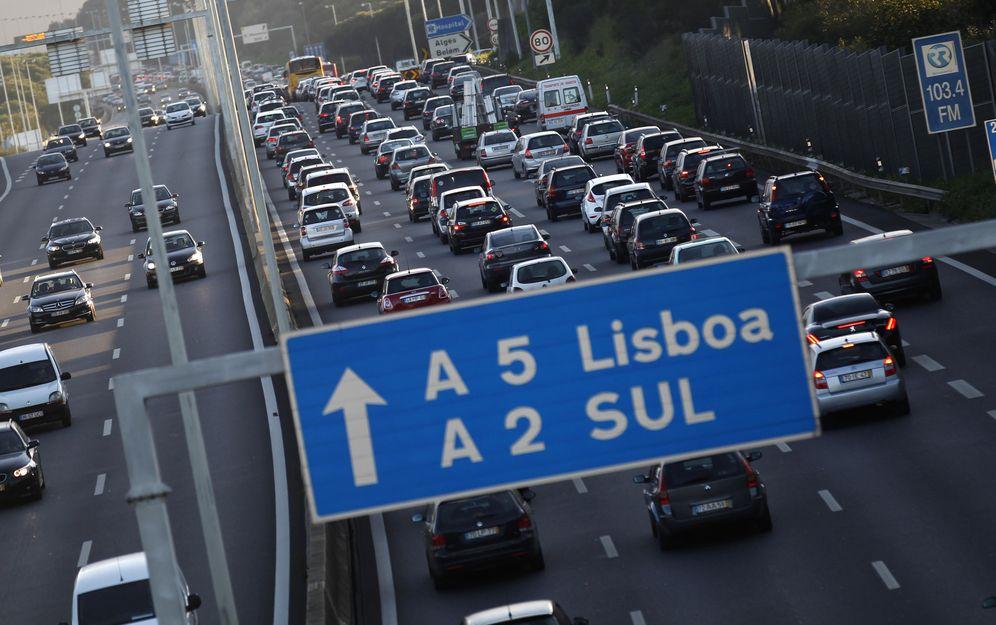 Foto: Atasco en una autopista a la entrada de Lisboa (Reuters)