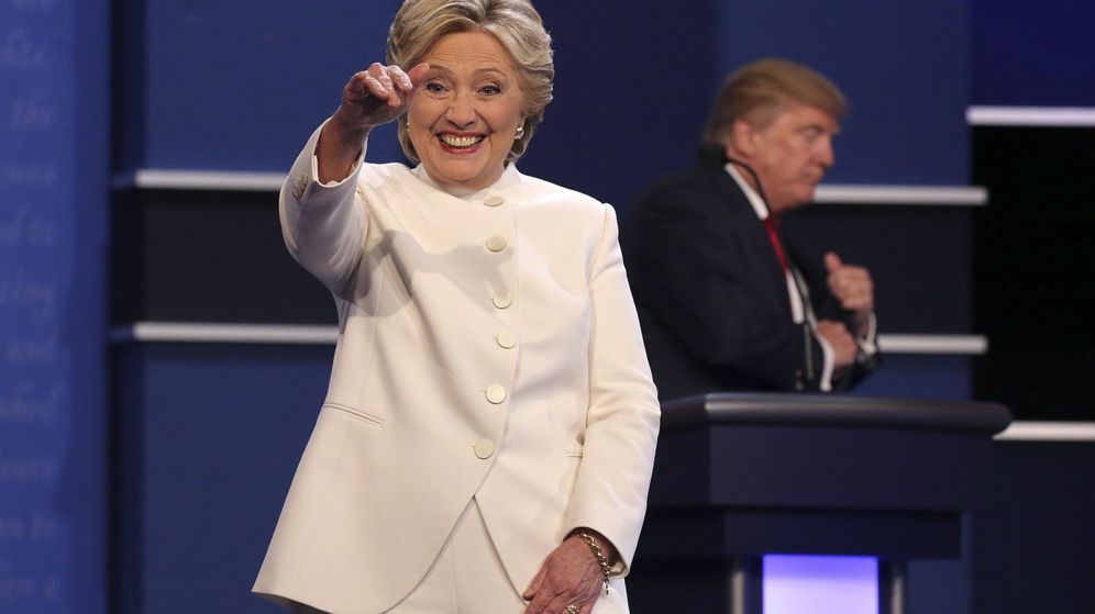 Foto: La candidata demócrata Hillary Clinton sale luego del debate con el republicano Donald Trump. (EFE)