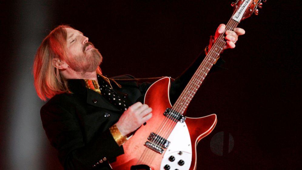 Foto: Tom Petty, durante el concierto de la Superbowl de 2008. (Reuters/Jeff Haynes)