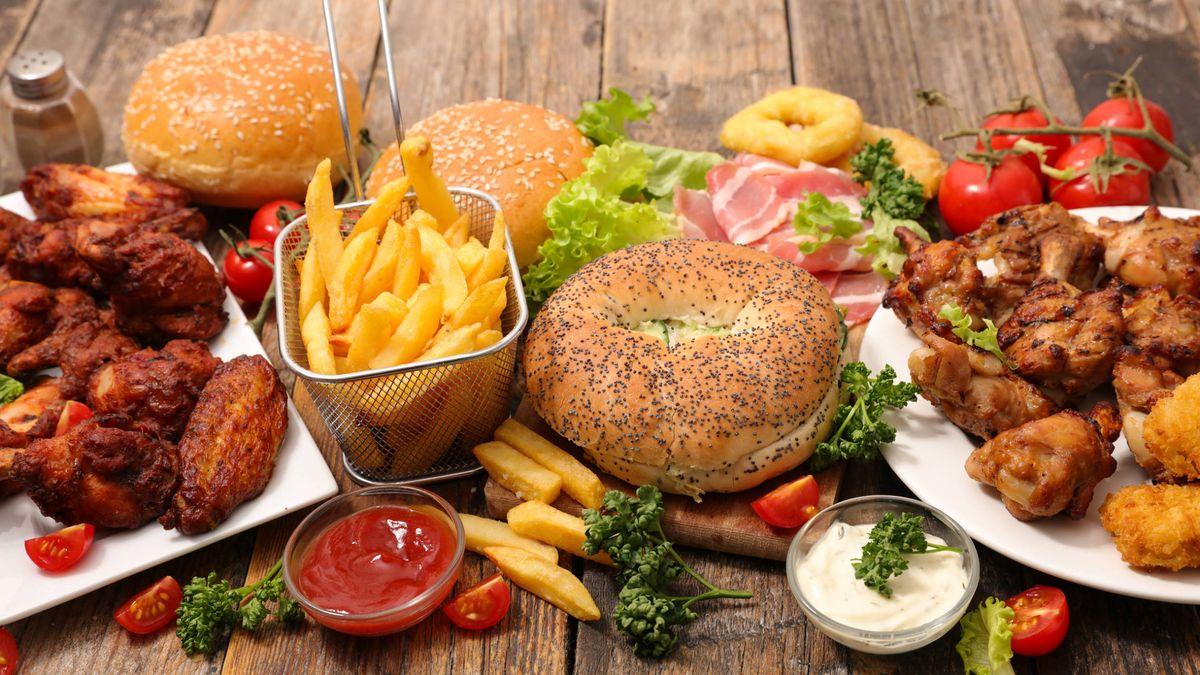 Reducir los carbohidratos, especialmente los refinados