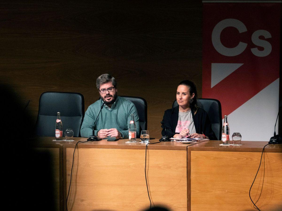 Foto: La portavoz de la Comisión Gestora de Ciudadanos (Cs), Melisa Rodríguez (d), y el responsable de Organización de dicho órgano, Fran Hervías. (EFE)