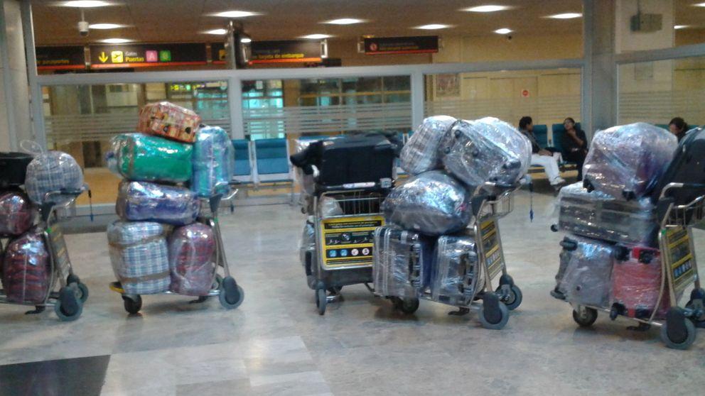 Una banda de plastificadores de maletas siembra el terror en Barajas
