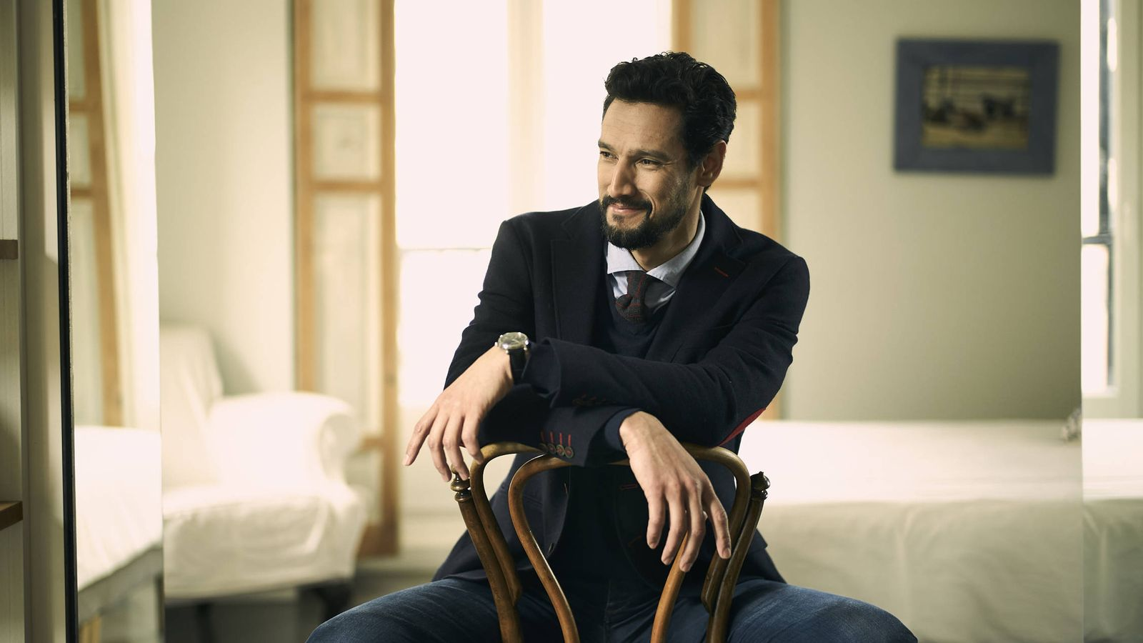Foto: El coach y actor Stany Coppet. (Foto: Daniel Sánchez Alonso/ Maquillaje y peluquería: Sara Tejado para Hairkrone Madrid)