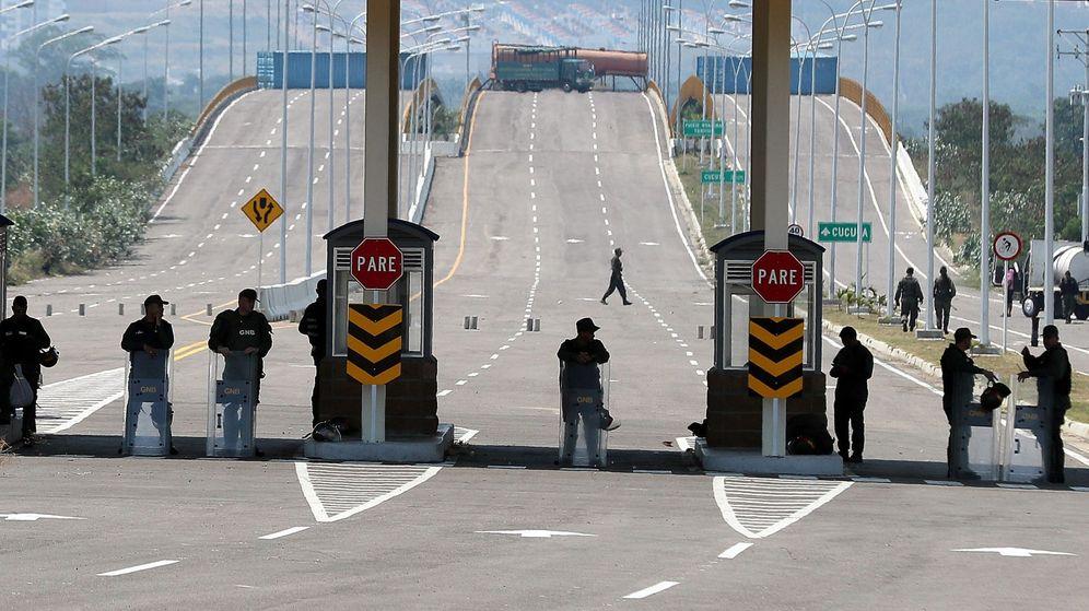 Foto: Venezolanos en el Puente Internacional de Tienditas. (EFE)