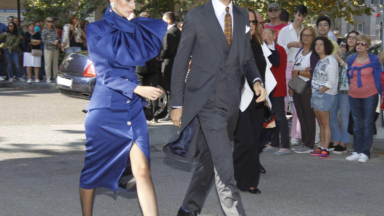 Enrique Solís, con su nueva novia. (Cordon Press)
