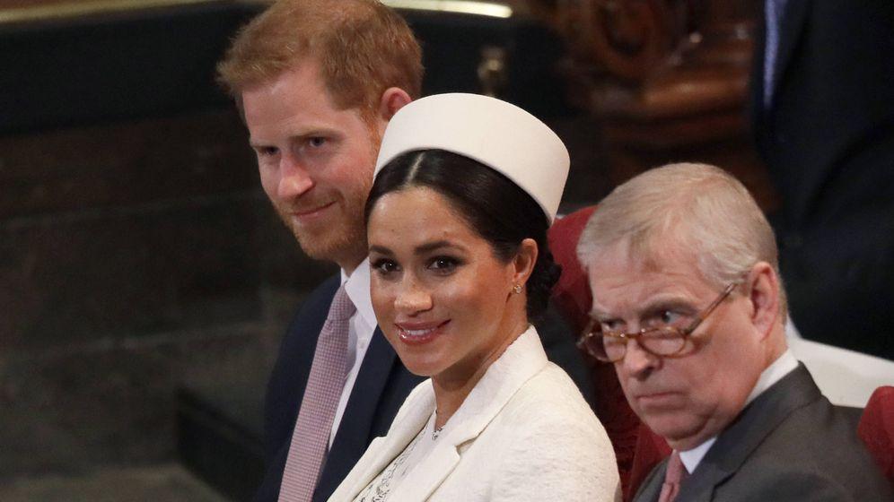Foto: Los duques de Sussex, junto al príncipe Andrés. (Getty)