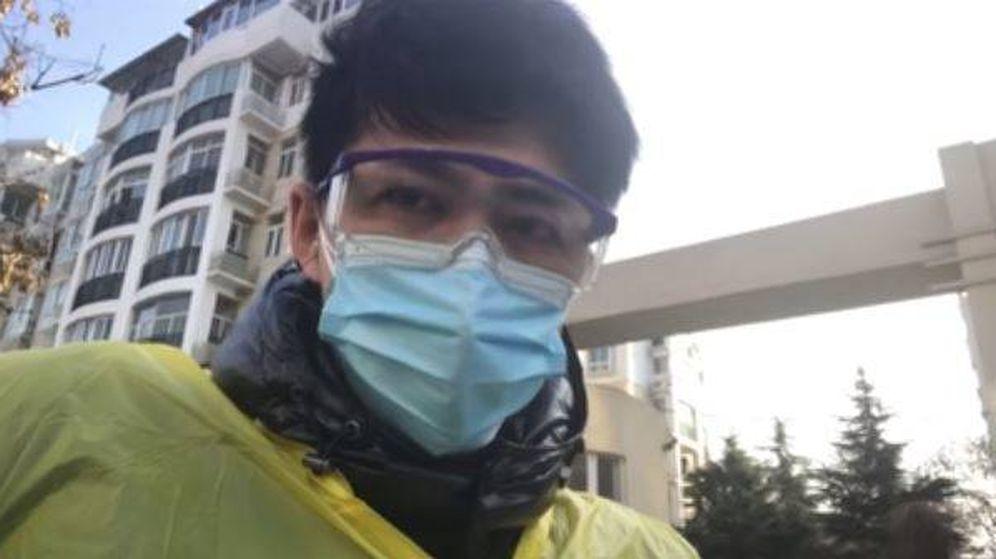 Foto: Chen Qiushi, en uno de sus vídeos en Wuhan (YouTube)