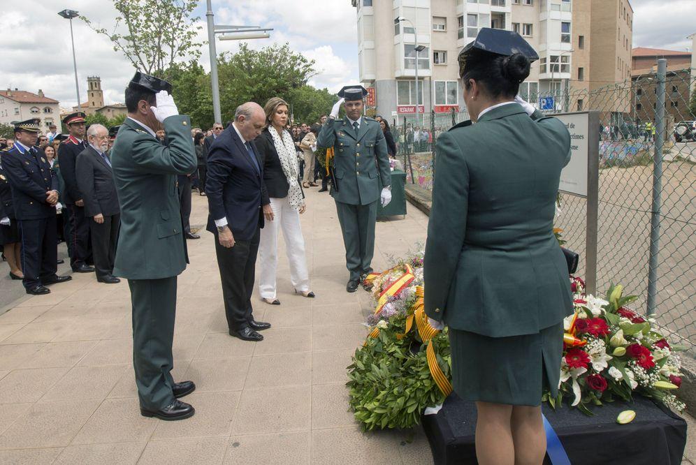 Foto: Homenaje en 2016 a las víctimas del atentado de ETA contra la casa cuartel de Vic con motivo del 25 aniversario de la matanza. (EFE)