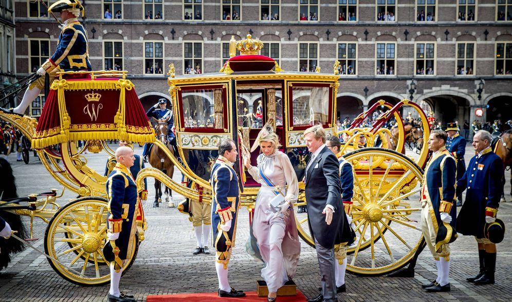 Foto: Los reyes a su llegada al acto. (Getty Images)