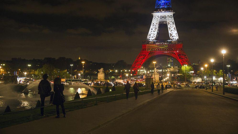 Foto: Homenaje a las víctimas de los atentados de París. (Efe / Étienne Laurent)